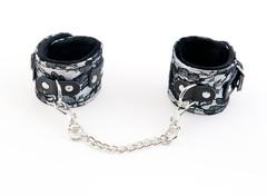 Кружевные наручники TOYFA Marcus серебристые, 42 см.
